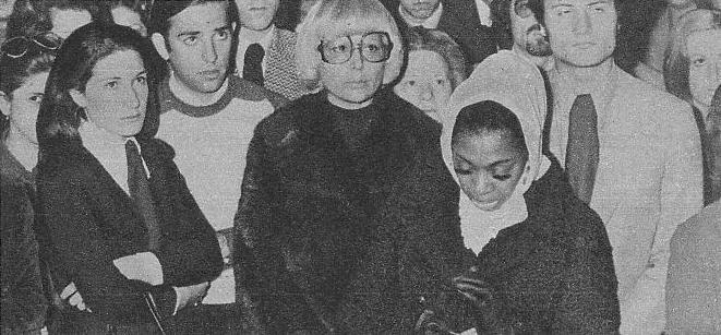En primer término distinguimos a la cantante de color Donna Hightower, que mantenía una excelente amistad con Nino, del que se declaraba ferviente admiradra.