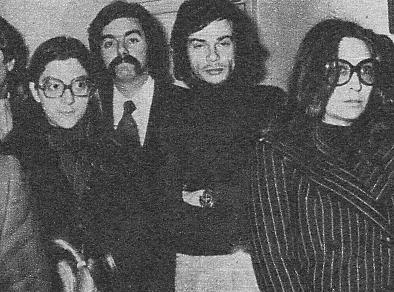 Andr�s Do Barro, con barba de varios d�as, se hallaba tambi�n entre los asistentes, muy serio y afectado. Era muy amigo de Nino.